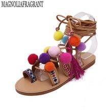 В богемном стиле на шнуровке, с открытым носком сандалии ручной работы в римском стиле Женские сандалии-гладиаторы квартиры бахромой меха с перекрестными ремешками помпонами женские босоножки Обувь z118