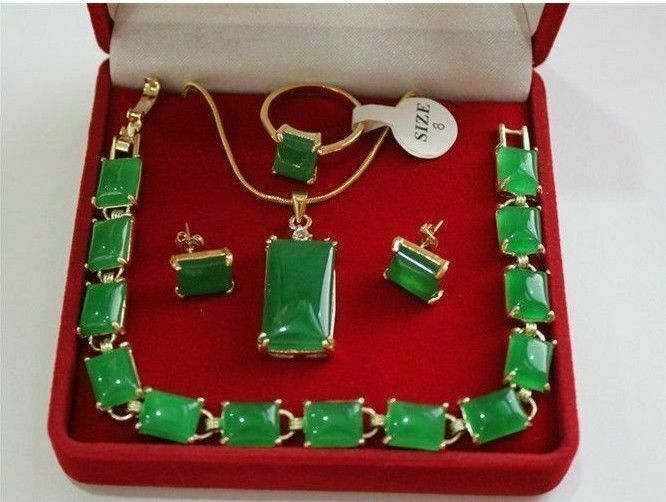 Beautiful green jade Necklace Pendant Bracelet Earring Ring Jewellery set