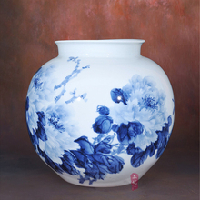 Huang Xiaoling painted blue and white porcelain vase Flowers are blossoming Home Furnishing living room decoration