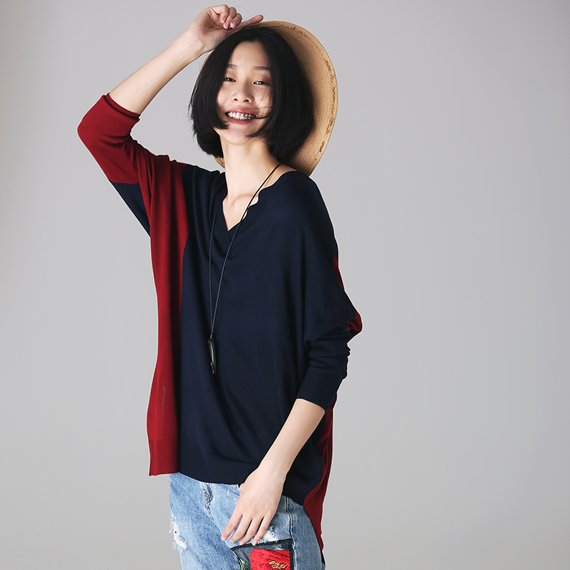 Z2212 Artistic large size color matching V neck asymmetrical shows thin knitted sweater