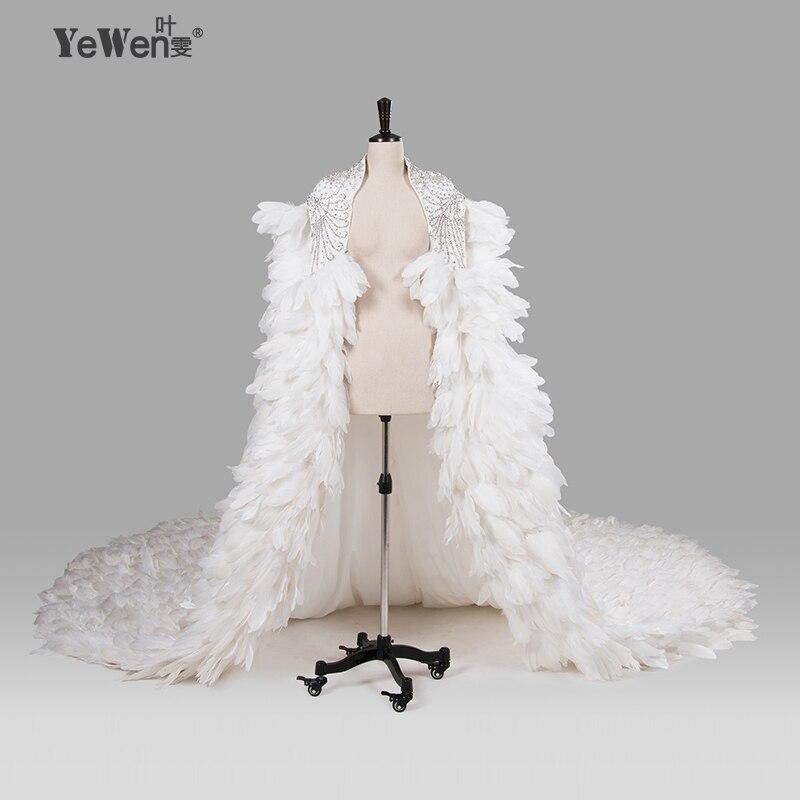 Avorio Wedding Wraps Elegante Bordare Di Cristallo Da Sposa Bolero Piuma Giacca Da Sposa 2018 Accessori di Cerimonia Nuziale vestido de noiva