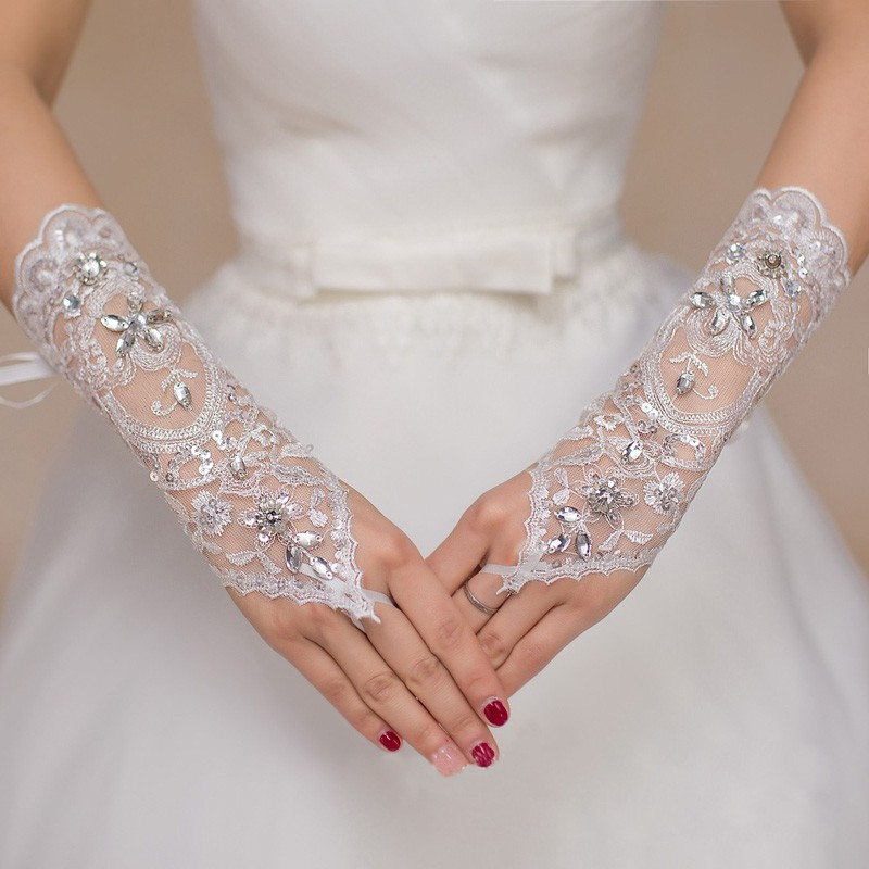 White Lace Bridal Gloves Fingerless Crystal Beaded Short Gloves Wedding Accessories 2018