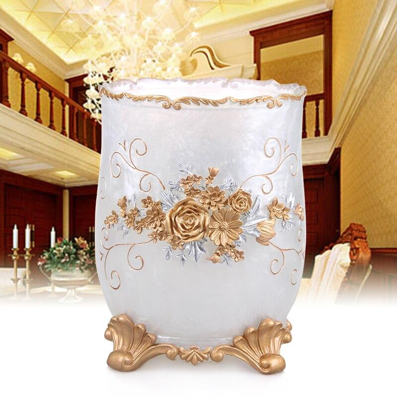 latas de lixo em casa em estilo