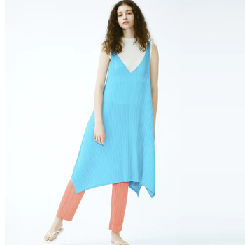 HOT SELLING  Miyake sleeveless  fold irregular v-neck stitching cultivate one's morality show thin Sling  dress  IN STOCK
