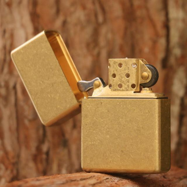 Zorro shield waterproof pure copper kerosene lighter wind restoring ancient ways is lighter gift to send her boyfriend Zorro shield waterproof pure copper kerosene lighter wind restoring ancient ways is lighter gift to send her boyfriend