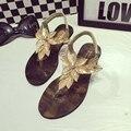 Nuevas flores de moda sandalias de las mujeres de la vendimia estilo casual resbalón en sandalias planas pisos zapatos de las mujeres sandalias de verano de oro y de la astilla mujer