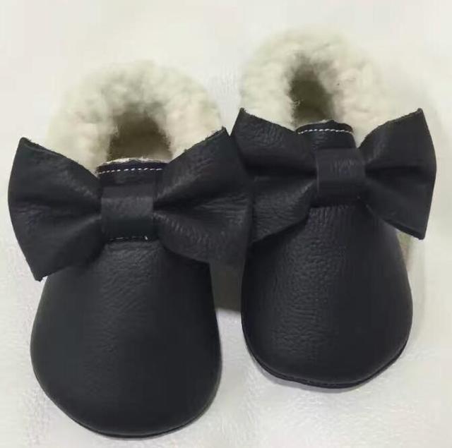 2017 Nuevo Cuero Genuino fringe arco Mocasines Bebé con la piel sólido diseño de suela suave Zapatos de Bebé Recién Nacido primer caminante Del Bebé zapatos