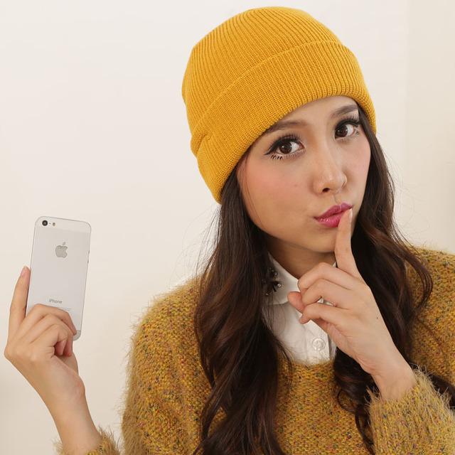 Inteligente inalámbrica suave caliente de la gorrita tejida Smart Cap invierno sombrero hombres mujeres auriculares manos libres altavoz Mic manos libres para el teléfono móvil