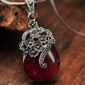 Natural Stone Inlaid Red Garnet Necklace3