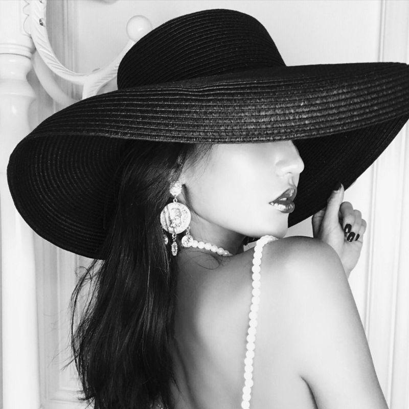 94aaae03643 Audrey Hepburn straw hat sunken modelling tool bell shaped big brim hat  vintage high pretend bility tourist beach atmosphere-in Sun Hats from  Apparel ...