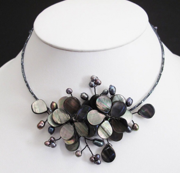 Charming of Black Sea Shell Pearl Flower Necklace