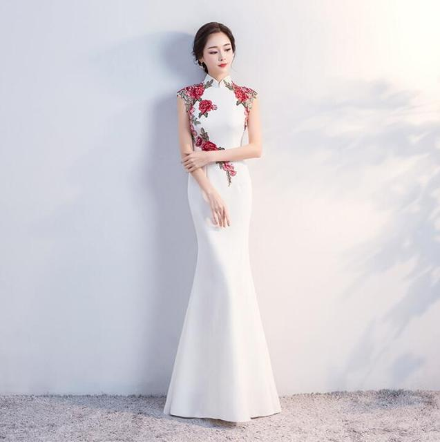 4a8d57434 White and Red 2018 Classical flowers cheongsam dress Improved fish tail  Bride Chinese Traditional Wedding Dress