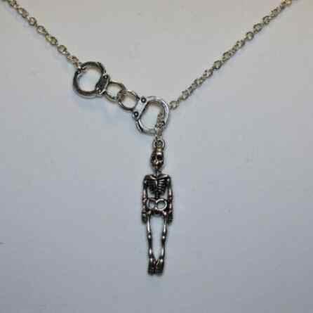 Винтажные серебряные наручники партнеры в преступлении микрофон черепаха сильный является Пентакль маска скелет ожерелье кулон для женщин ювелирные изделия