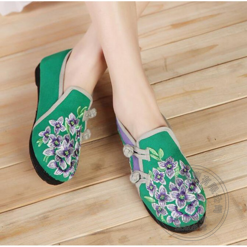 ФОТО Print Appliques Embroidered Shoes Woman Middle Aged Chinese National Cotton Flannel Traditional Ethnic China Shoes Soft Leather