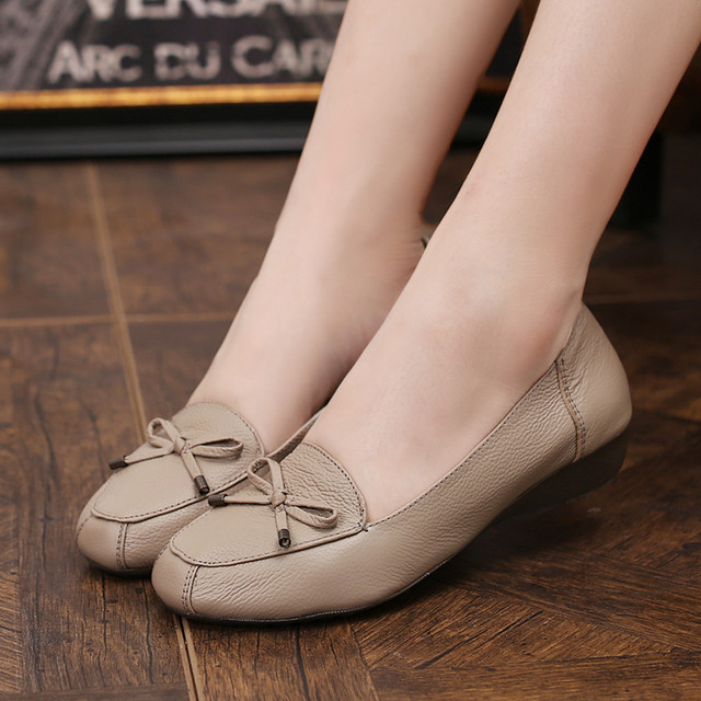 Spring and Autumn Mother 's fashion shoes leather middle - aged soft - comfortable flat shoes women' s large size shoes 35 40 41