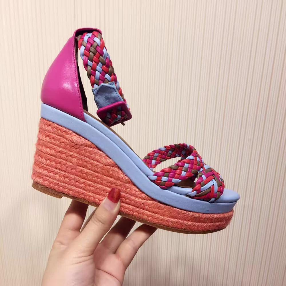Модные женские плетеные сандалии на платформе с радугой; босоножки на танкетке с ремешком и пряжкой; Дизайнерские летние босоножки с веревкой; женская обувь; 2019 - 3