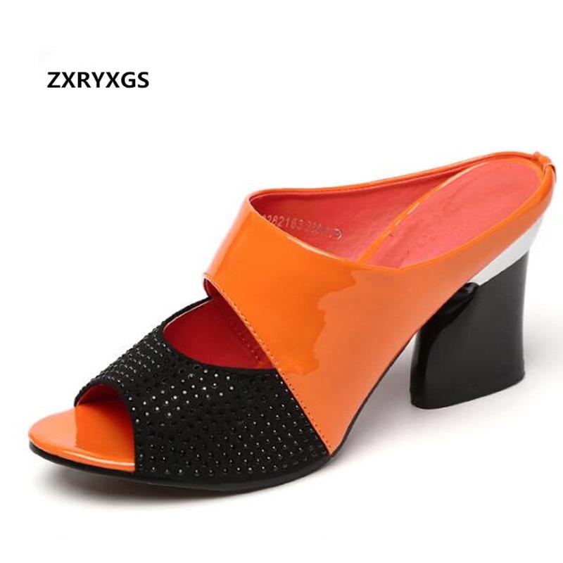 HOT! 2019 Nouveau Sort Couleurs Strass Véritable chaussures en cuir D'été sandales femmes Pantoufles Épais avec grande taille sandales tendance