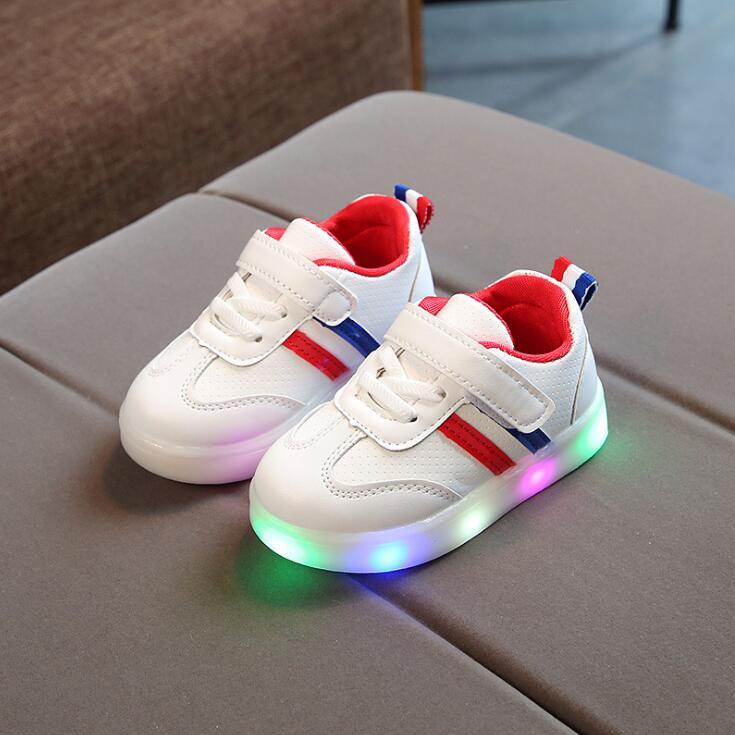 Nueva primavera bebé Niñas Niños luz LED casual Zapatos infantil Soft bottom raya deporte Zapatos niños zapatillas al aire libre