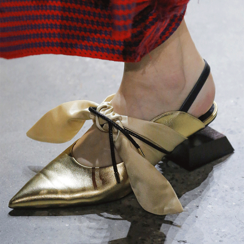 Mstacchi 모양의 나무 광장 발 뒤꿈치 파티 신발 여자 정품 가죽 실크 활 묶여 포인트 발가락 활주로 구두 숙녀 특별 slingbacks-에서여성용 펌프부터 신발 의  그룹 3