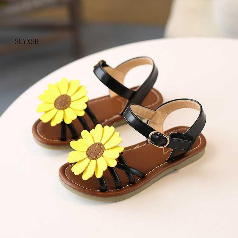 67275b8c4068b1 SLYXSH Sun flower flats girl sandals 2018 summer new Korean slip children s  beach shoes sweet flat