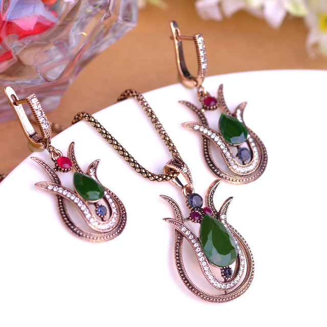 Blucome Vintage Style Green Tulip Flower Pendant Necklace Earrings Jewelry Set A