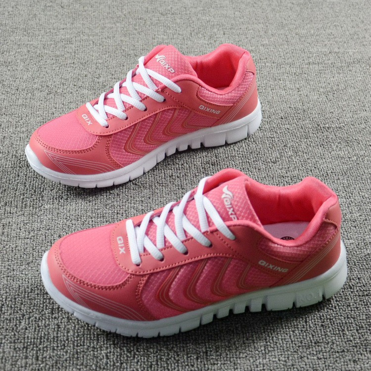 Foto 2 pieces from the right Women's breathable light sneakers for tennis. Women's breathable light shoes for basketball pink color