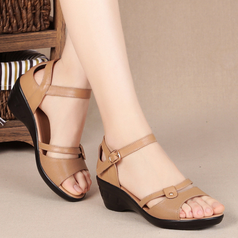 ФОТО  Cowhide  Middle-aged Mother Sandals 2017 Summer New Genuine Leather Female Sandals Large Size 40-43 Women Shoes Casual Wedged