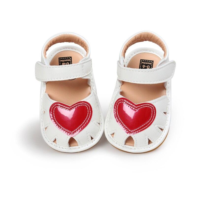 2017 Musim Semi Musim Panas Baru Kedatangan Melubangi Sepatu Bernapas Bayi Perempuan Putri Gaya Anak-anak Lucu Jantung Pola anti-selip Untuk 0-18