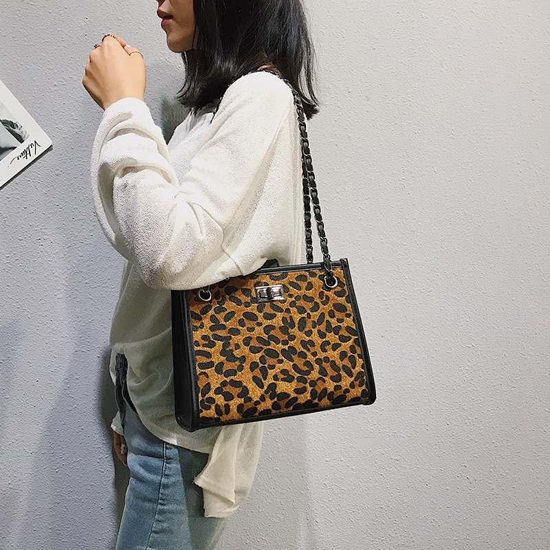 2018 Winter Faux Fur Handbag Women Shoulder Bags Large Capacity Casual Tote  Bag Fashion Leopard Handbag chain bag Bolsa Feminina-in Shoulder Bags from  ... 50502ad4ee855