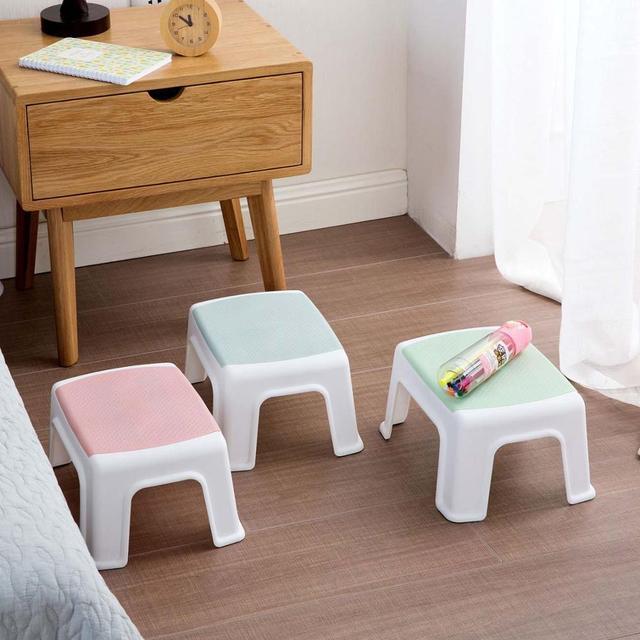 3 色 4 脚キッズ厚みプラスチック小さなスツールリビングルーム大人変更靴ベンチ浴室の子低ベンチ赤ちゃん学習スツール