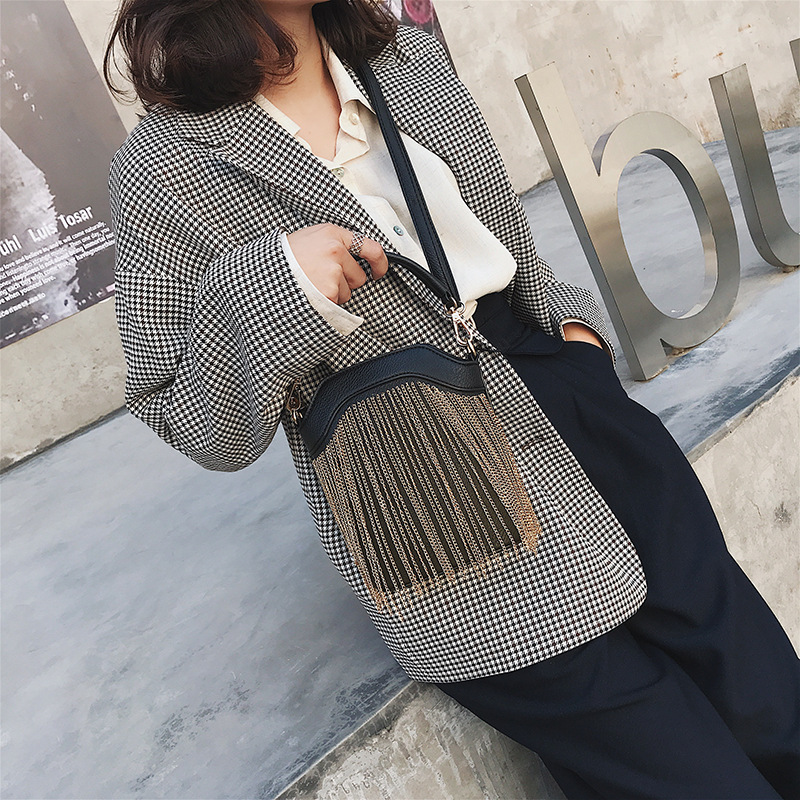 GYKAEO 2018 Winter Female Tassel Bucket Small Shoulder Bag Korean Style Fashion Shopping Women Messenger Bag Ladies Tote Bags 2