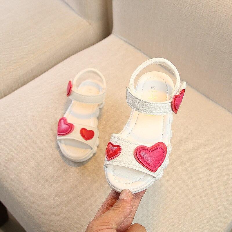 Lovely Heart Shape Children Sandals for Girls 2018 Summer Open Toe Sandals Kids Girls New Arrival Baby Girl Beach Shoe B05171
