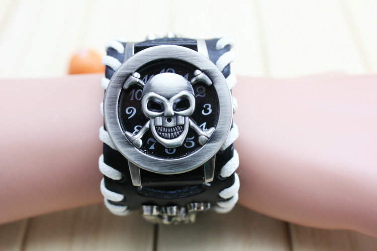 Attractive Synthetic Leather and Stainless Steel Punk Style Chain Skull Band Unisex Bracelet Cuff Gothic Wrist Watch vik max adult kids dark blue leather figure skate shoes with aluminium alloy frame and stainless steel ice blade