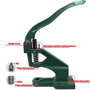 Instalación de botones metálicos. Máquina de broches. Remache. Herramientas de reparación, costura. Ropa y accesorios. Máquina de prensado con remaches.
