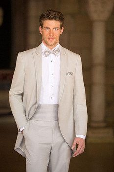 2018 Spring New Arrival Custom Made Fashion Simple Groom Tuxedos Champagne Classic Mens Suits Wedding Suit ( jacket+Pants+tie)