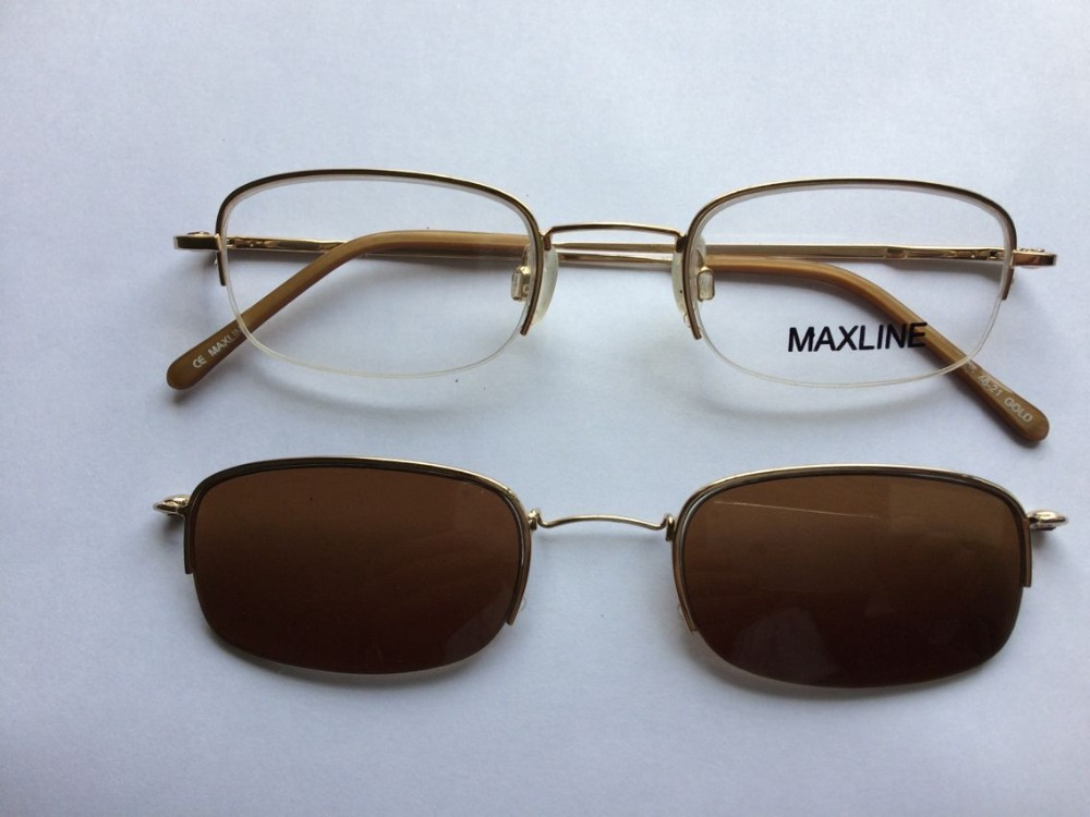 Sunglasses seller has a fat pussy - 4 4