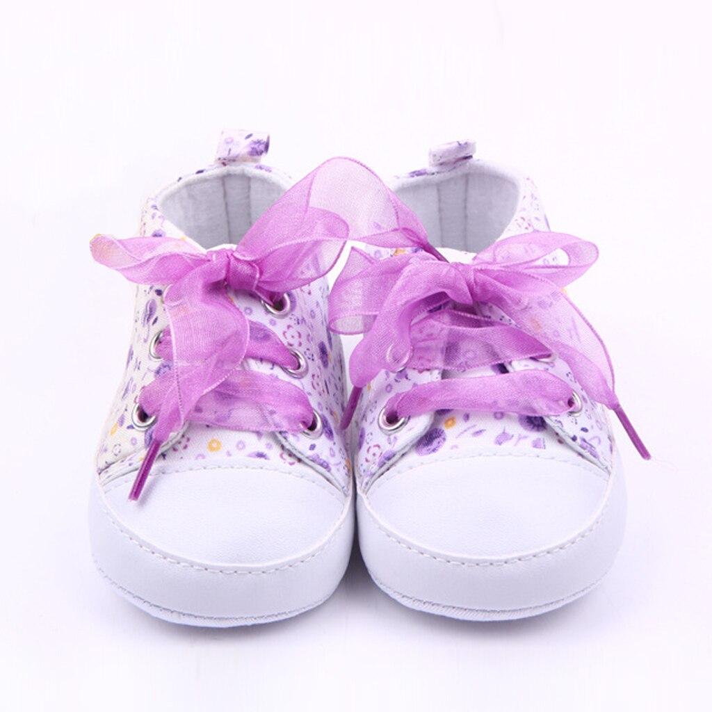 c7861594d6d74 Bébé Princesse Rose Chaussures pour les Filles de Bande Dessinée Fleurs  Lace Up Sneakers Première Walker Nouveau-Né Bottes pour Enfants Pantoufles  ...