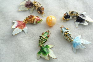 Image 1 - 5pcs Colors Chinese Enamel Goldfish As Real Fish Wiggling Blue Black Pink Red Brown Fish Charms