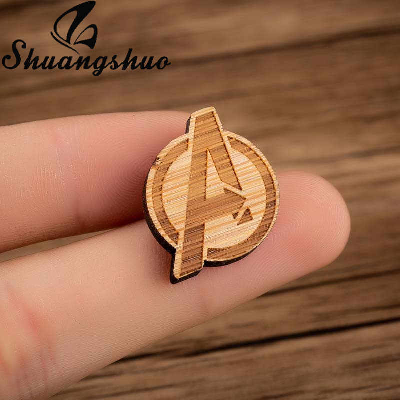Shuangshuo Classic Brooch Pins Avengers Magnetic A Wood Brooch Superman Brooches Men badge Hat Tie Tack Broches Film Fans Gift