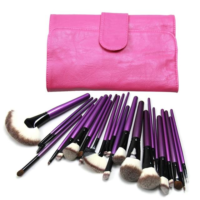 Profesional 24 unids componen cepillos mango de madera cepillos fijados en la bolsa de color rosa hermosa práctica cosmética polvos base brush kit