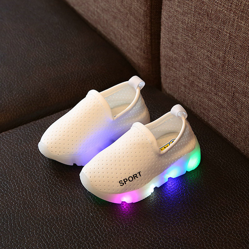 2017 New Kids LED Glowing Sneakers Shoes Toddler Spring children Breathable led light Girls Sports shoes for Boys Shoes lights