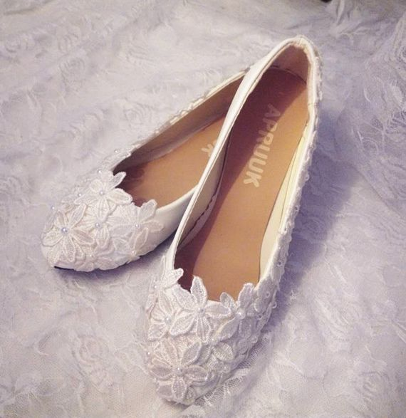 Ivory lace shoes woman handmade customized plus size slip on flat heel ivory lace wedding shoes womens bridal lady party shoe low heel 3cm heel ivory lace wedding shoes woman sweet pearls handmade pearls brides small heel wedding shoes lady party pumps