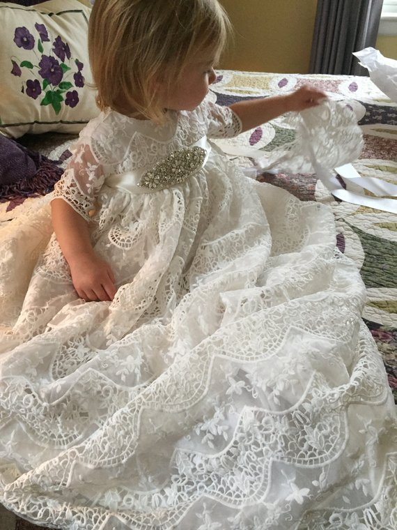 Vintage Lace Baby Girls Christening Gown with Beaded Sash Infant Girls Birthday Dress Blessing Outfit Baptism Gown with Bonnet 2016 lace appliques baby boys girls infant outfit heriloom dress dedication baptism gown long christening gowns with bonnet