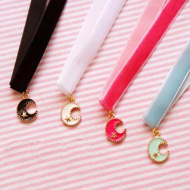 50e2d6e5083e Negro Blanco Rosa Azul Collar de Gargantilla de Terciopelo Estilo Punky  Gótico Joyería Luna Colgante collar Corto Collares Accesorios
