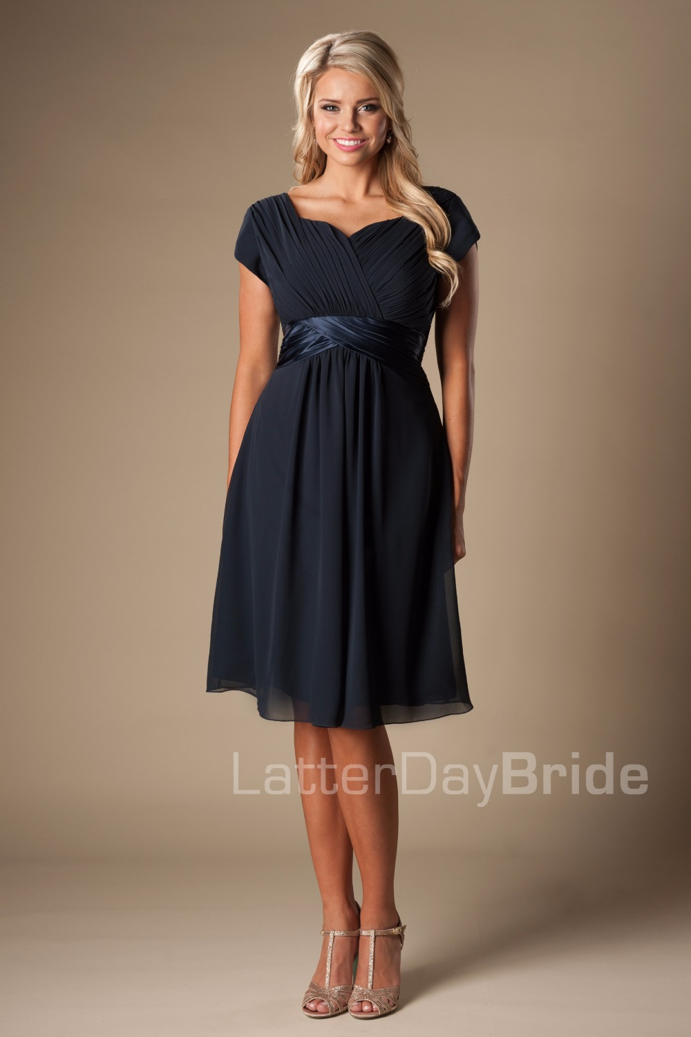 Navy Blue Chiffon Beach Modest Bridesmaid Dresses With Cap Sleeves  A-line Ruches Informal Country Maids Of Honor Gowns CUSTOM