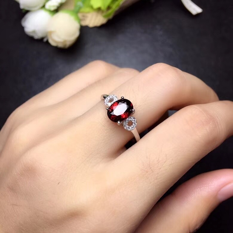 Simple and exquisite, natural garnet ring, 925 silver, womens exclusive gem, look for natural gem shopSimple and exquisite, natural garnet ring, 925 silver, womens exclusive gem, look for natural gem shop