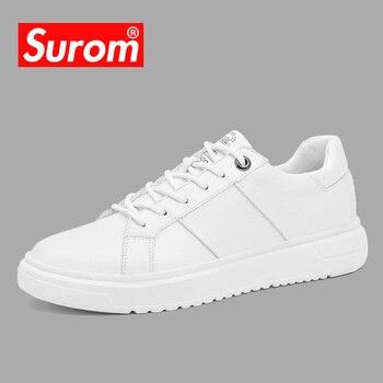 Zapatos casuales de cuero blanco de SUROM para hombre, zapatillas de deporte estilo Brogue, zapatos planos de moda de marca de primavera y otoño para hombre, mocasines para hombres