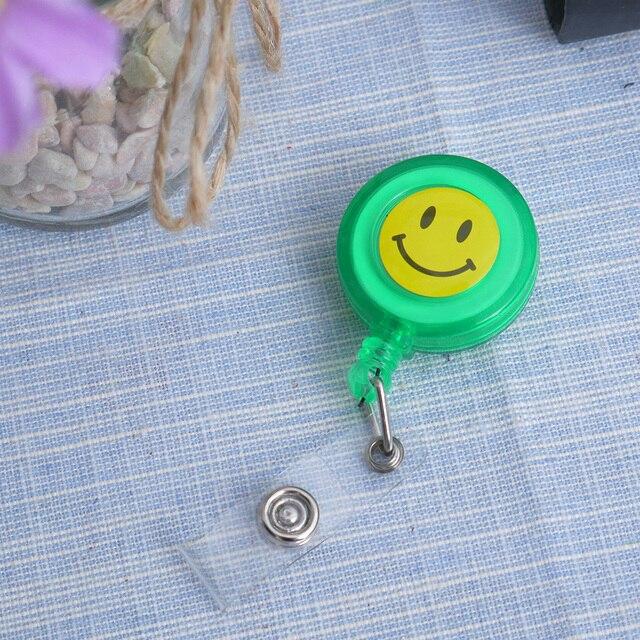 Diseño compacto cara sonriente ID titular nombre etiqueta tarjeta insignia titular retráctil redondo sólido translúcido ID titular