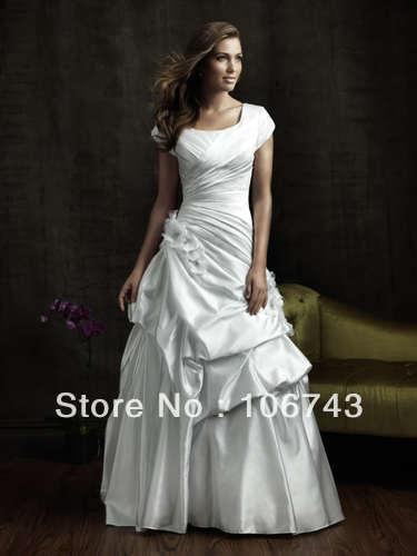 Livraison gratuite 2019 hot nouveau modeste blanc/ivoire manches courtes Satin fleurs plis robes de mariée mère des robes de mariée