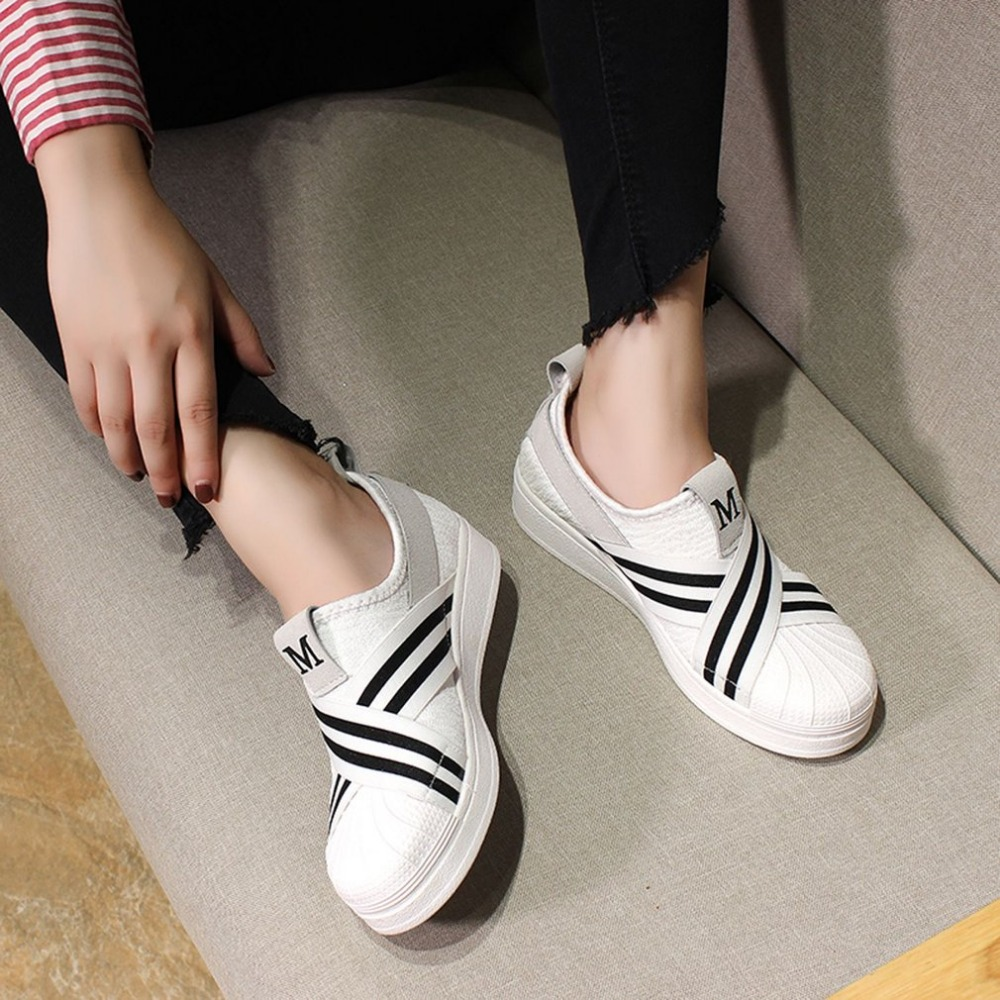 db41ad9ff6fc 2018 Women Flats Sneaker Shoes Women Breathable Low top Loafers Solid Color  Platform Shoes Anti slip Comfortable Rubber Solenew-in Women s Vulcanize  Shoes ...